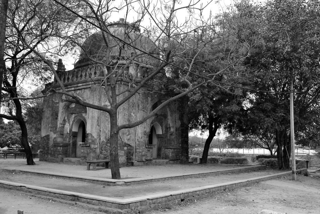Tomb katwariya