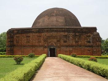 Home img 800px eklakhi mausoleum
