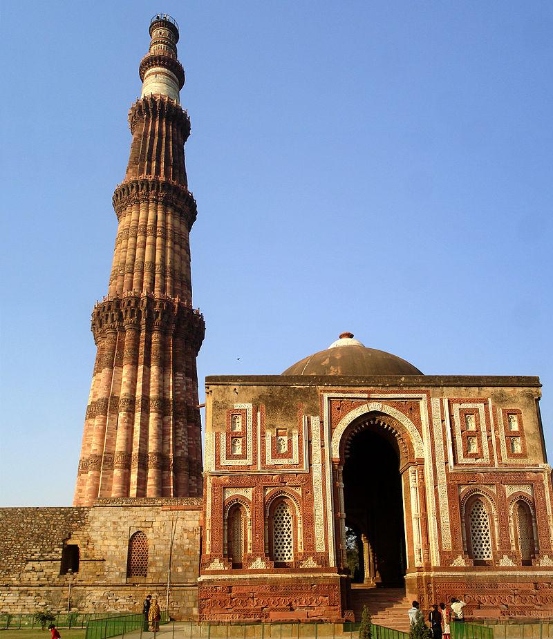 800px qutab minar mausoleum