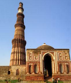 Home img 800px qutab minar mausoleum